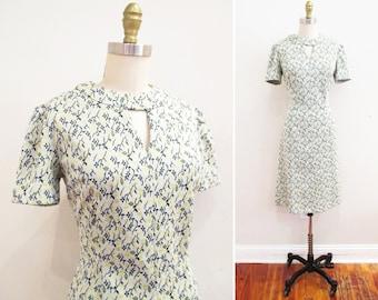 Vintage 1960s Dress   Green and Yellow Floral Print 1960s Mod Mini Dress   size medium