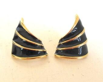 Vintage Lady Remington Pierced Earrings Black Gold Enamel Curls 80's (item 150)