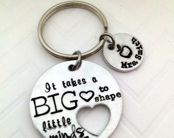 Teacher appreciation keychain gifts - end of school Teacher Gifts - It takes a BIG heart to shape little minds - The Charmed Wife - Teachers