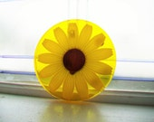 Vintage 60s Mod Yellow Daisy Wall Art Hot Plate Trivet Wondermold Resin