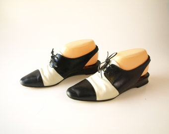 Vintage 80s black and white 80s Italian leather oxford shoes women's size  7 or 8