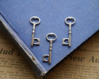 10 pcs Antique Silver intricate Heart Key Charms 34mm (SC2888)
