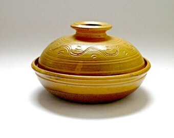 Winchcombe Pottery Lidded Pot by Ray Finch