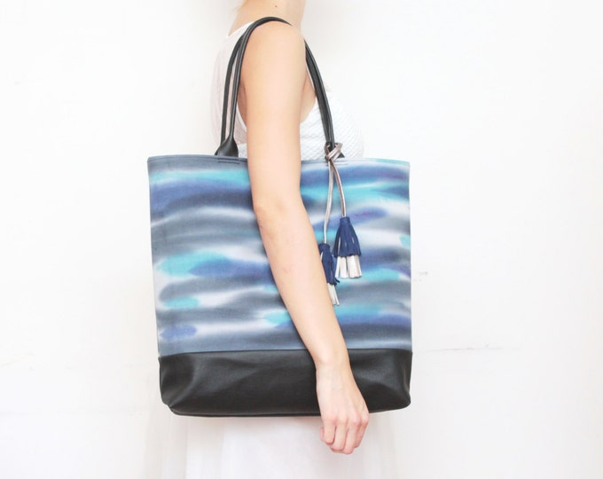 Dyed cotton tote bag. Leather tote. Large shoulder bag. Shopping bag. Hand colored fabric. Natural leather tassel. Black bag. /LARGE BOHEMY