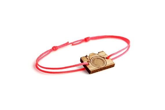Camera bracelet - 25 colors - graphic retro bangle - adjustable length - lasercut maple wood - minimalist jewelry - unisex - customizable