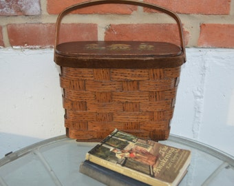 Vintage Carrying Basket/Child's Lunch, Picnic Basket/Sewing Basket