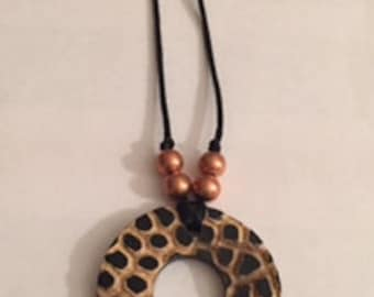 Wooden print circle necklace