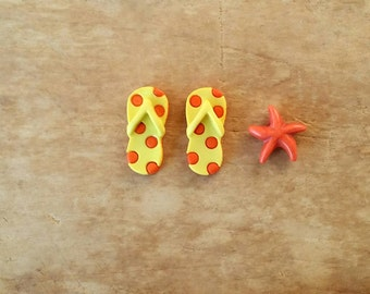 Miniature Flip Flops Sandals & Starfish Set for Beach Fairy Garden -  Beach Miniature Garden, Dollhouse Accessories, Fairy Garden - Yellow