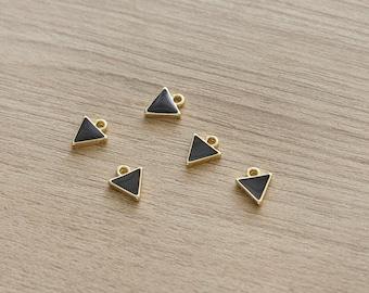 5 pcs of Mini Black Triangle Enamel 16k Gold Plated Zinc Alloy Pendants - 10 mm