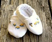 Hand Embroidered Ducky Baby Booties, Newborn Slippers, Little Duckie Baby Shoes, Infant Bootees, Fabric Booties Tiny Duck Cloth Baby Shoe