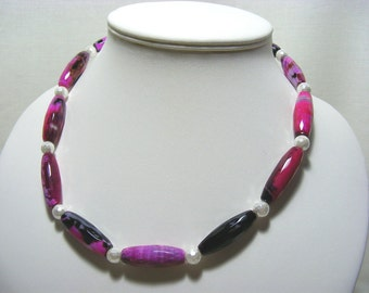 Fuchsia Agate and Shell Pearl Necklace