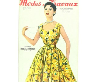Modes & Travaux, Vintage summer French fashion magazine,  1955 fashion news