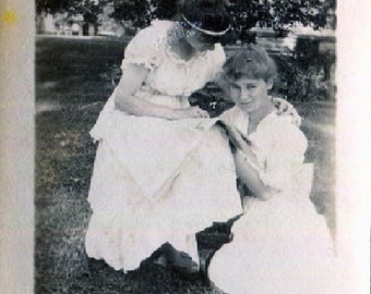 Vintage Mini Photo..Reading Together 1910's, Original Photo, Old Photo Snapshot, Vernacular Photography, American Social History Photo
