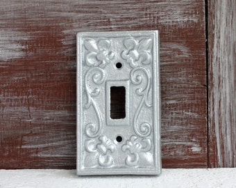 Silver Light Switch Cover, Light Switch Plate, Gray Single Switchplate Cover, Silver Wall Decor, Metal Fleur de lis Lightswitch cover plate,
