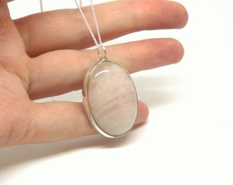 Rose quartz pendant ~ Pink quartz ~ Gemstone pednant ~ Rose quartz necklace ~ Sterling silver ~ Love stone ~ Quartz jewelry ~ Oval quartz