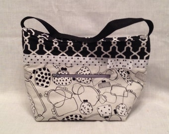 """Lunch Bag: """"Purse your Lips"""" Washable insulated lunch bag with drawstring closure at the top."""