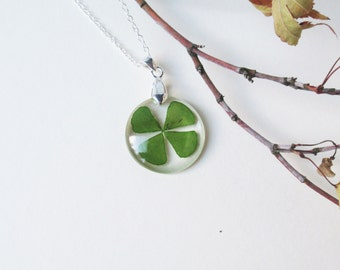 Four leaf clover resin necklace - Real flower resin necklace, Pressed Flower Jewelry, Botanical Jewelry, Flower resin jewelry, Pendant Charm
