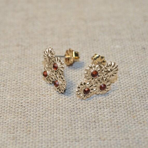2mm Garnet Stud Earrings Gold Flowers - Earring Posts - Ear Studs - Cartilage Piercing - Helix Stud - Cartilage Stud - Simple Post Earings
