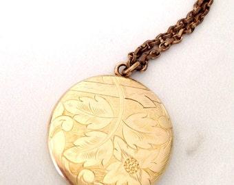 Vintage gold shell locket. C. 1930's locket hand engraved. Annie inscribed locket. Vintage gold locket.
