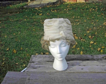 Vintage Woman's Hat Off White Lined, Union Made EX 706180,Side Pin