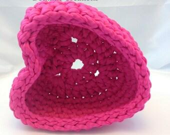 Recycle Bin empty heart pocket in pink fuchsia Trapilho handmade