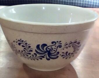 SALE reduced 20% Vintage Pyrex 401 nesting bowl, Vintage Pyrex Homestead pattern, Vintage serving bowl, Smallest of Pyrex nesting bowls