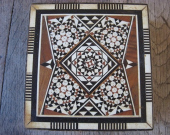 Escher style mosaic box, tumbling blocks quilt marquetry pattern, wood & bone inlay. Beautiful design and woodwork. Lovely storage container