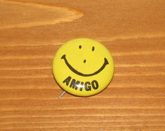 Vintage Amigo Smiley Face Button