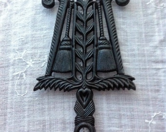 Cast Iron Trivet, Grain & Tassel Trivet