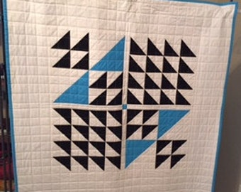 Baby quilt, modern baby quilt or wallhanging, flying geese pattern