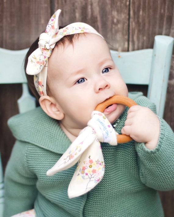 Natural Organic Wooden Teething Ring Toy Natural Maple Teething Cream Floral Teether Toy Bamboo Organic Terry Girl Baby Teething Ring