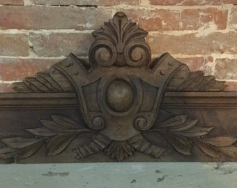 Vintage / Antique French Hand Carved Wooden 'Capital' / 'Pediment' or Centrepiece Decoration