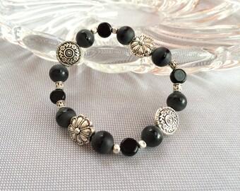 Chunky bracelet, elastic beaded bracelet. Beaded stretch bracelet. Black agate bracelet. Chunky beaded stone, flower bracelet.
