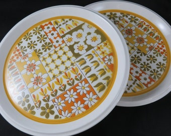 2 Mikasa Dina Dinner Plates Light n Lively 1970s Flower Power Yellow Orange Daisy Plate