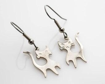 Mod Cat Earrings In Silver