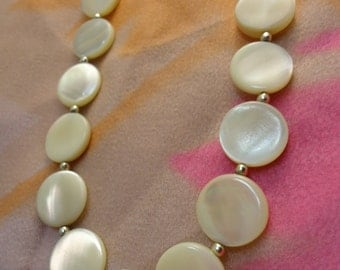 Beautiful Vintage Pearl Mother of Pearl Shell Round Beaded Necklace