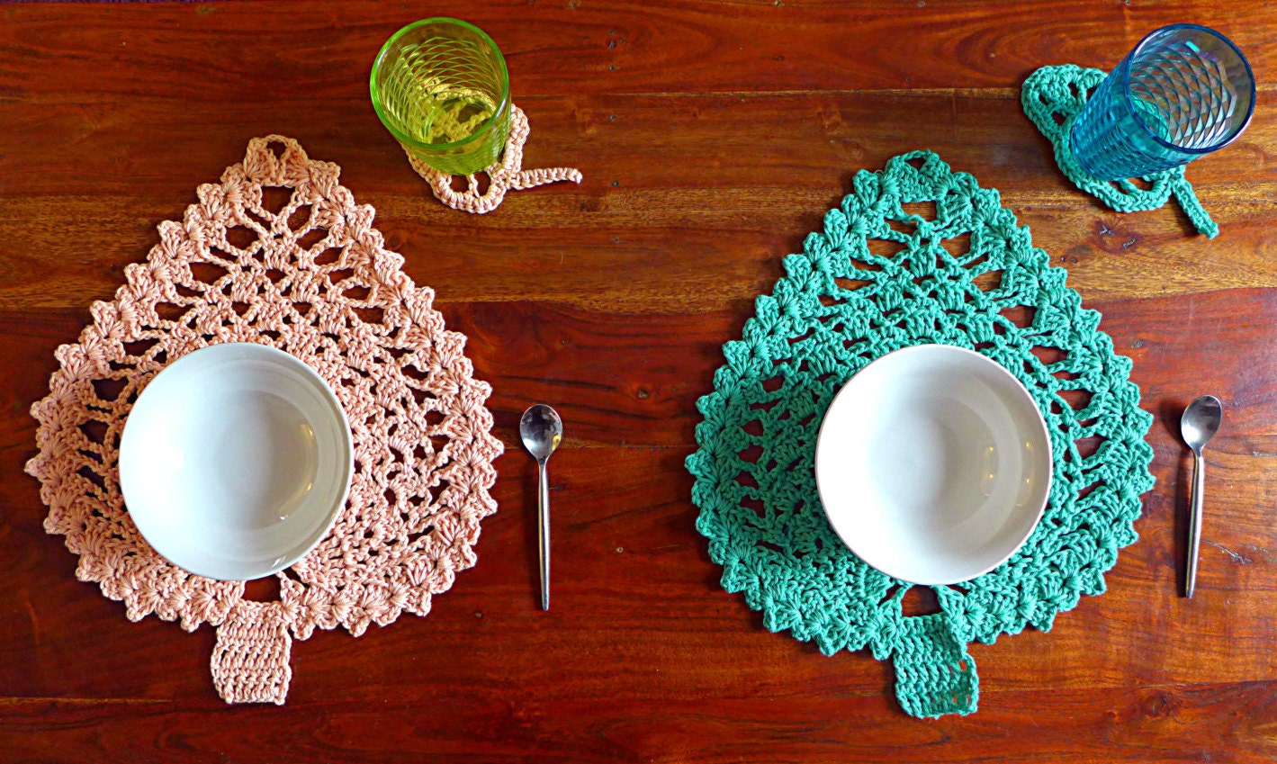 Crochet table set of 2 placemats glass coasters leaf motif for Glass table placemats