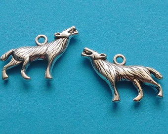 10 Wolf Charms Silver - CS2265
