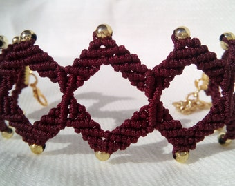Macrame bracelet Burgundy with gold beads.