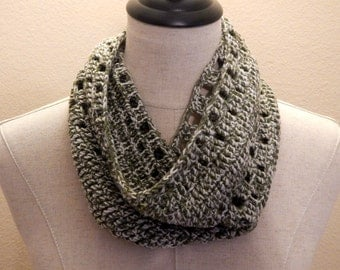 Forest Green & Beige Cowl | Crochet Cowl | Super Soft Scarf | Peep Hole Cowl | Neck Warmer