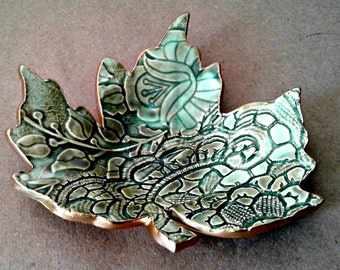 Ceramic Leaf Ring Dish Moss green with gold edging