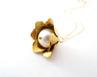 Gold Flower Necklace Bridal Jewelry White Pearl Charm Pendant Botanical Garden Vintage Style Wedding Accessories Womens Gift For Her Spring
