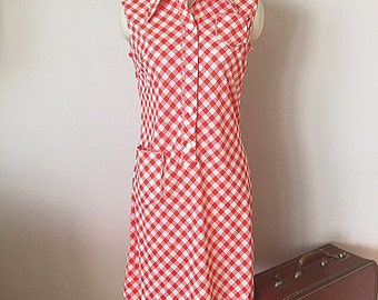 60's 70's Checkered Picnic Dress, Red and White vintage Shirtwaist Dress, Kitsch 1960s 1970s shift dress, size small
