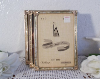 Vintage Gold Metal Picture Frame 5 x 7 Photo Decoration Mid Century French Country Farmhouse Shabby Chic Cottage Home Decor Wedding Gift