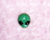 90s Glittery Green Alien Head Resin Brooch, Handmade, Hand-Painted, Cosmic, Alien Pin, Space Pin, Pastel Goth, Fairy Kei, Tumblr, Grunge