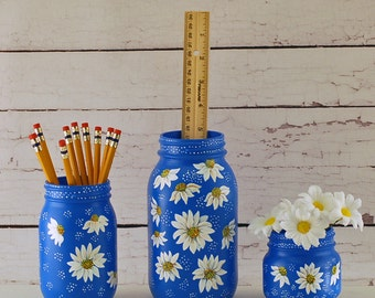 Blue and white daisy desk set