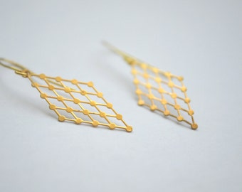 gold tone geometric patterned diamond (rhombus) earrings