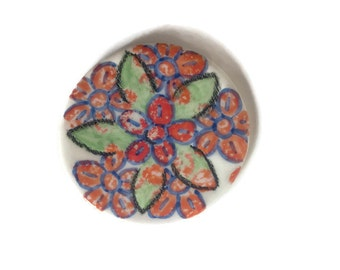 Ceramic spring coaster, handmade and hand painted with colorful flower motifs, round clay tile to put cups or hot dishes, drink coasters