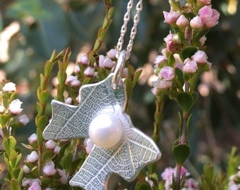 Bow Pendant with freshwater pearl