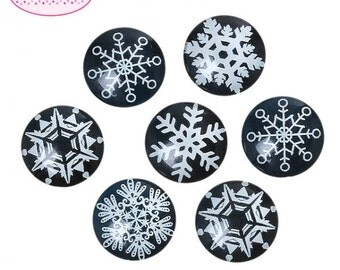 30 cabochons in glass 20mm black and white snowflakes